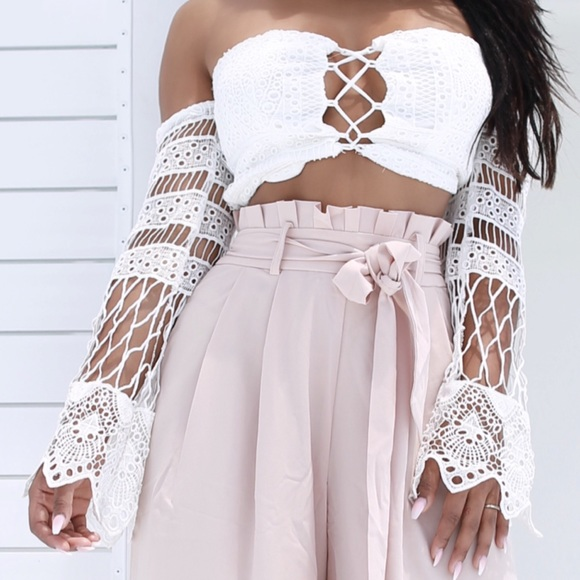 Tops - ➳ Long Sleeve Lace Crop Top